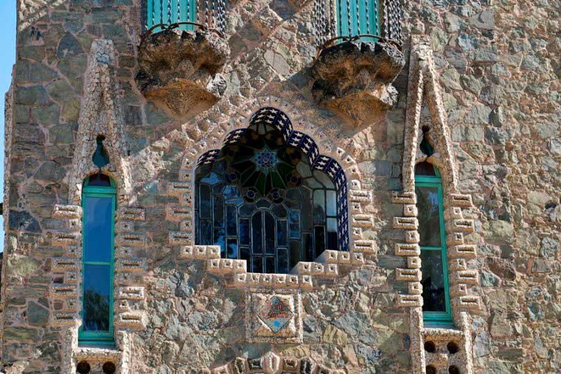 Башня Бельесгуард имеет внешнее сходство со средневековым замком- 05