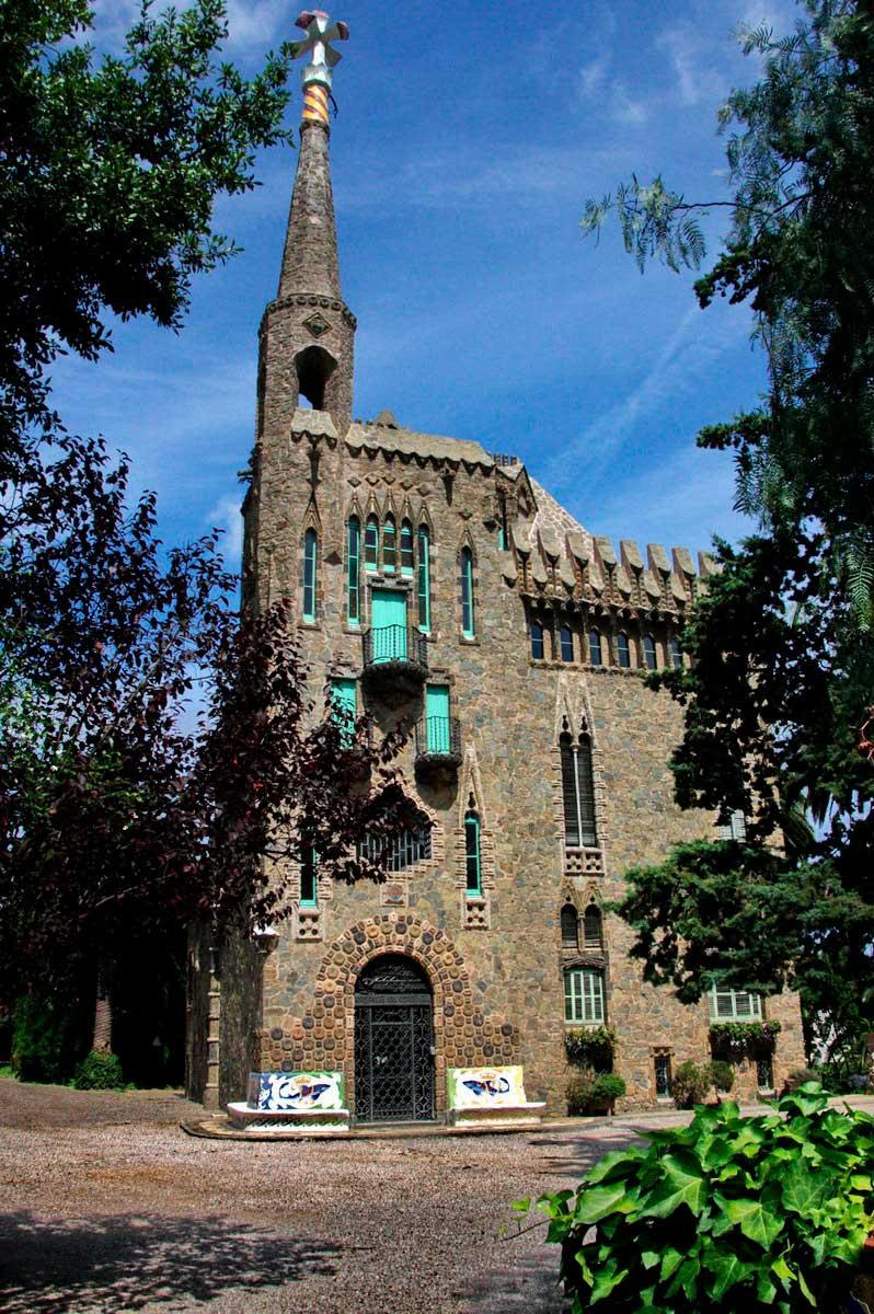 Замок Бельесгуард — самое красивое строение Барселоны — 03